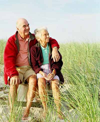 elderly couple with healthy lifestyle reduces risk of cancer